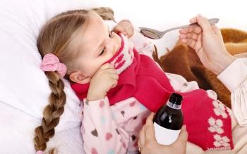 Девочка не хочет пить лекарство