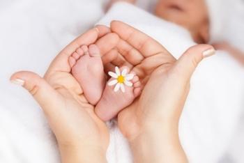 Младенец с нежной кожей