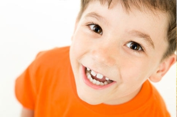 Причины почернения зубов у детей