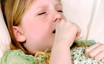 У девочки сильный кашель