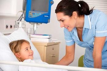 Девочка лежит в больнице