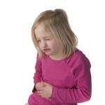 Что дать и как помочь ребенку, если у него болит живот