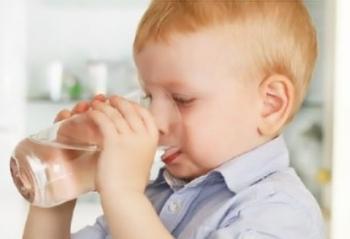 Чем можно поить ребенка при высокой температуре и поносе
