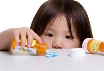 Девочка с таблетками