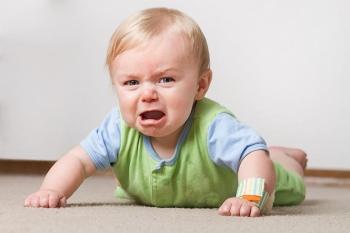 Малыш сильно плачет