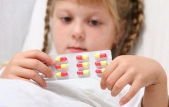 Медикаментозное лечение ОРВИ у детей, в том числе антибиотиками