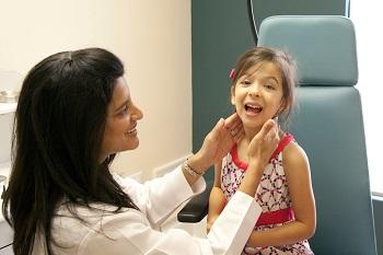Первые симптомы и признаки проявления аденоидита у детей
