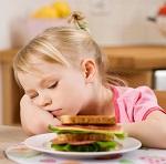 Девочка с бутербродом