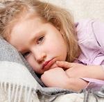 Девочка заболела и лежит