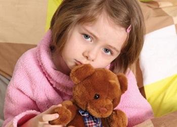 Девочка с плюшевым мишкой