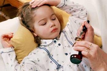Девочке нужно дать лекарство