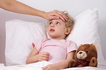 Девочка заболела и лежит в ровати