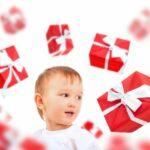 Мальчишка мечтает о подарках