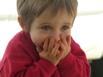 Мальчик в красном свитере