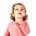 Милая девочка в розовой кофточке