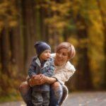 Мама с сыном в парке