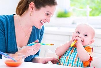 Когда вводить прикорм грудному ребенку - основные принципы и рекомендации