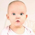 Милый ребенок с большими глазами