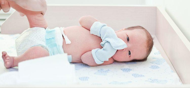Как обрабатывать пупок новорожденного с прищепкой: правила и советы