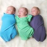 Нужно ли и как пеленать новорожденного с головой: дельные советы