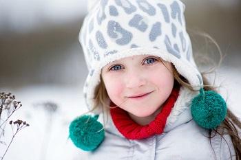Девочка в красивой шапке