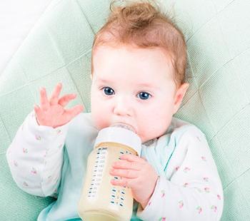 Зеленый стул у грудничка на искусственном вскармливании: указания родителям