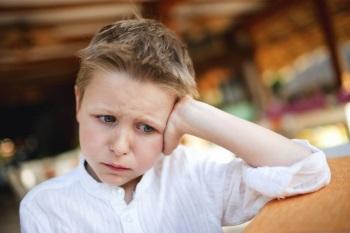 Мальчик в плохом настроении