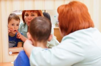 Доктор общается с пациентом