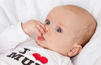 Почему у новорожденного появляются сопли - основные причины