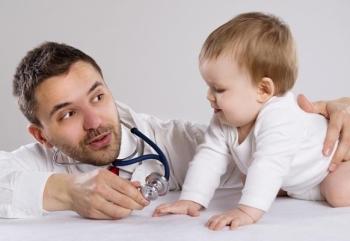 Доктор и маленький ребенок
