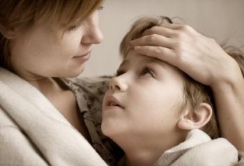 Ребенок общается с матерью