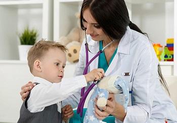 Малыш на приеме у доктора