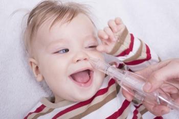 Сопли у грудничка без температуры: чем лечить и как помочь ребенку?