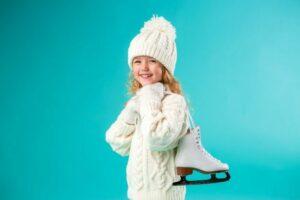 Девочка в белой шапке