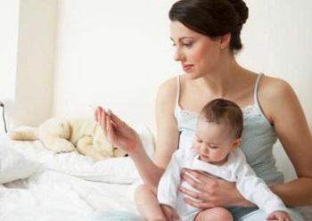 Нужно ли сбивать температуру при прорезывании зубов у ребенка