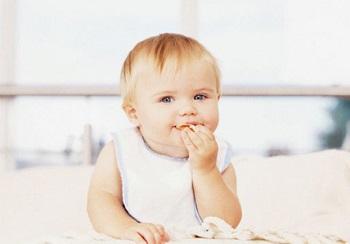 Помощь при прорезывании зубов у ребенка - как сбить температуру