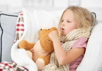 Девочка заболела и лежит в постели