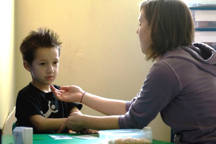 Фото симптомов и признаков аутизма у детей