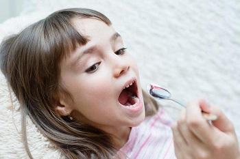 Как принимать сироп от кашля Флюдитек для детей - правила дозировки