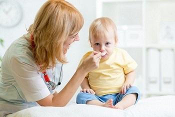 Ребенку нужно выпить лекарство