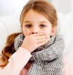 Девочка в вязаном шарфе