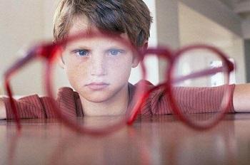 У мальчка плохое зрение