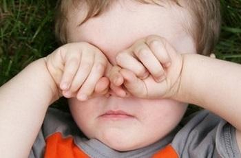 Чешутся и опухли глаза у ребенка - о чем говорят такие симптомы