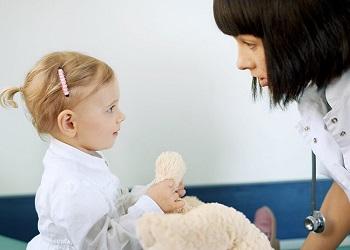 К девочке пришел врач