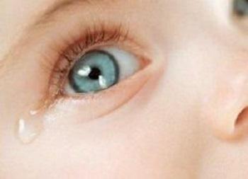 Что делать, если у ребенка слезятся глаза - советы родителям