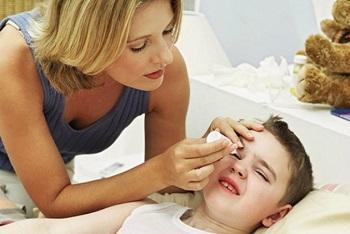 Какие препараты назначают врачи при отечности и красных веках у ребенка