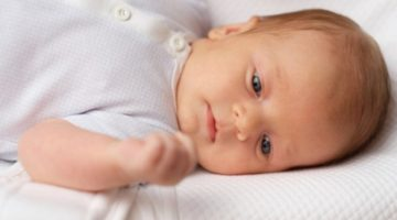 Красное пятно над глазом у новорожденного - о чем говорит данный симптом