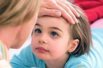 О чем говорят красные пятна на веках и вокруг глаз у ребенка