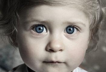Почему у ребенка могут быть красные пятна и прыщики на веках