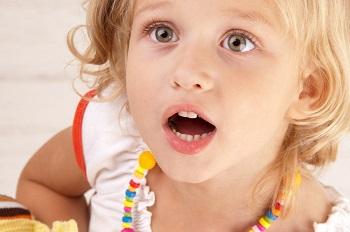 Покраснели верхнее или нижнее веко вокруг глаз у ребенка - что делать родителям